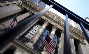 Bolsa de Nova Iorque cai penalizada por tecnológicas