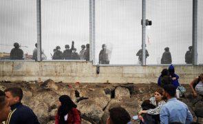 Ceuta acordou com milhares de migrantes sem destino e militares na fronteira