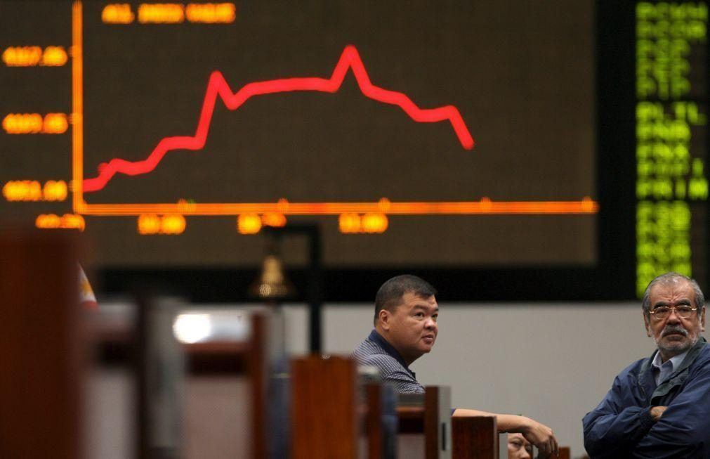 Bolsa de Tóquio abre a perder 1,06%