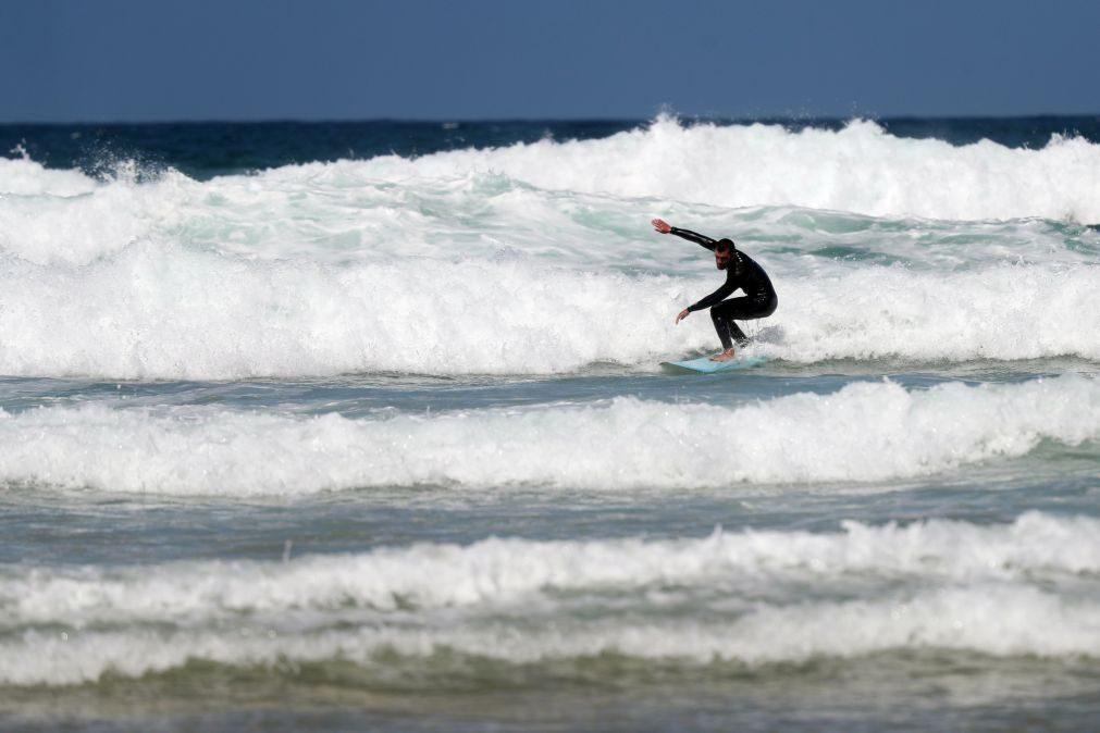 Pressão no Sudoeste chega à rebentação das ondas