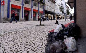 Dia de luta na função pública começa a sentir-se hoje à noite na recolha de lixo
