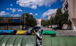 Greve paralisa recolha do lixo em pelo menos nove concelhos