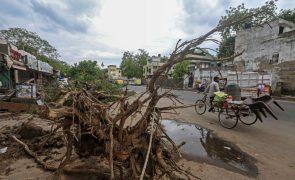 Índia ameaçada por outro ciclone após tempestade Tauktae fazer 110 mortos