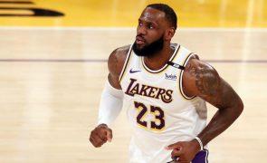 Campeões Los Angeles Lakers apuram-se para os 'play-off' da NBA
