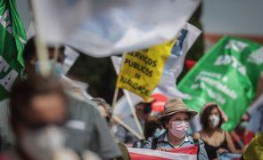Centenas frente ao Palácio da Ajuda exigem respostas para a função pública