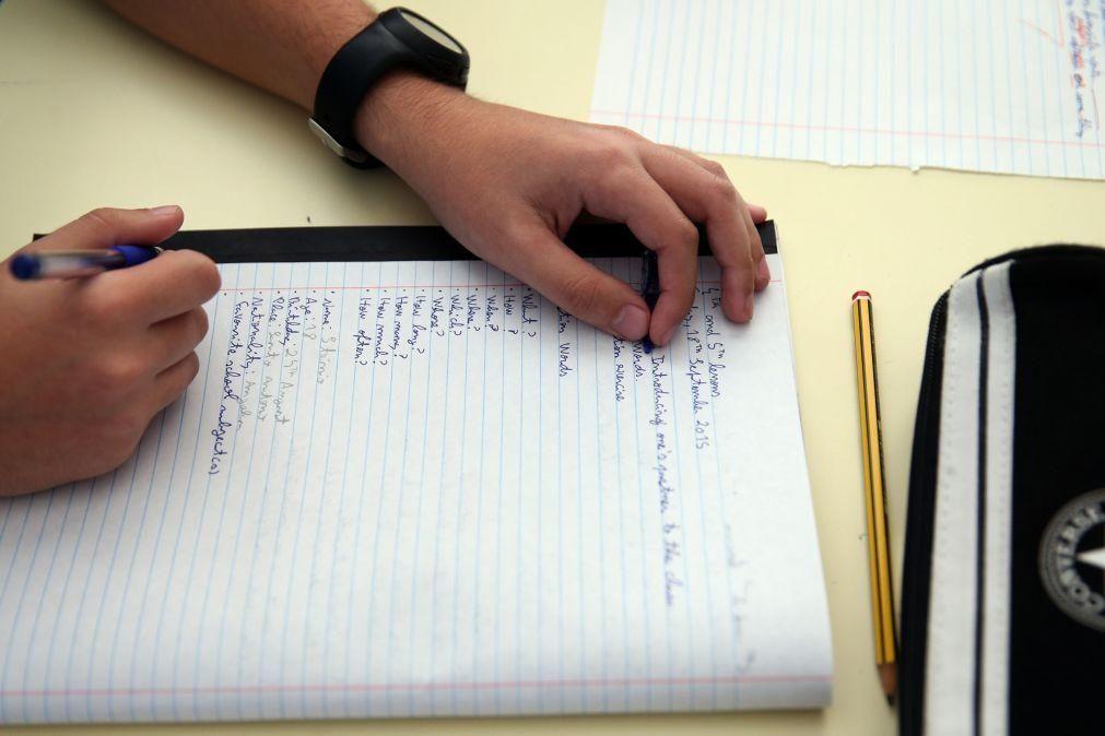 Um em cada três alunos carenciados conclui secundário com sucesso