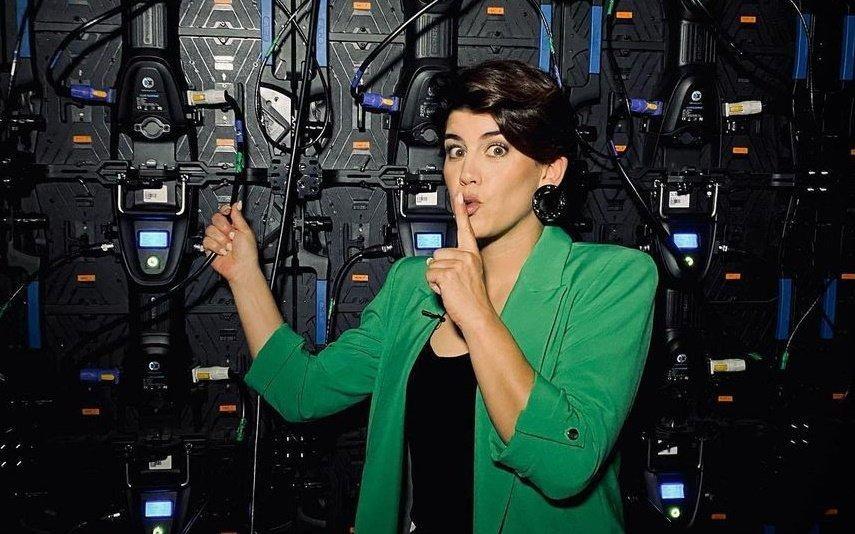Inês Lopes Gonçalves beija homem em pleno programa da RTP1