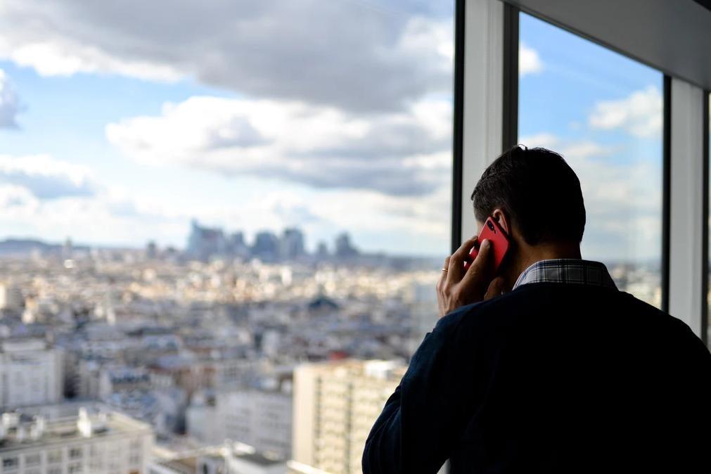 Detido em França após 27 mil chamadas a assediar polícias