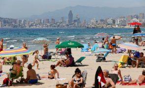Covid-19: Espanha com mínimo de mortes desde o verão e sem comunidades em risco extremo