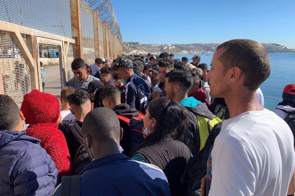 Mais 40 magrebinos entram em Melilha após forçar vedação entre dois rios