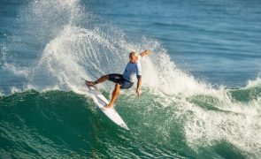 Vasco Ribeiro é o único português nos 'oitavos' do Caparica Surf Fest