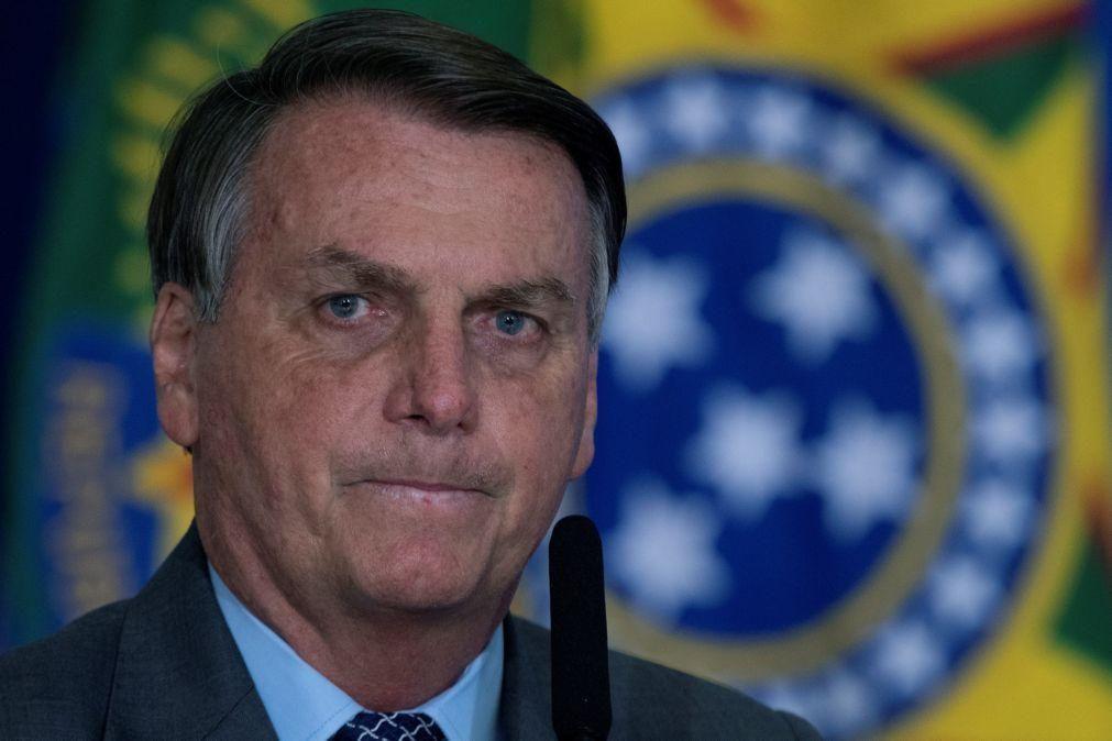 Covid-19: Estado brasileiro do Maranhão multa Bolsonaro por aglomeração sem máscara