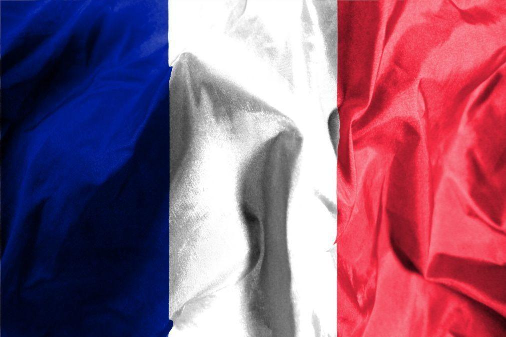 Covid-19: França tenta travar surto de variante rara detetada em Bordéus