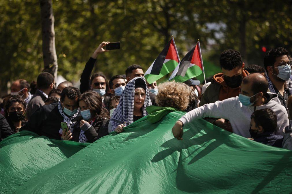 Milhares de franceses manifestaram hoje apoio aos palestinianos