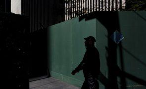 Covid-19: Nova Iorque sai do confinamento com uma hesitação atípica