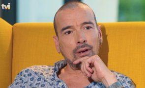 «Chicotearam-no com arame farpado», Henrique Feist recorda bullying