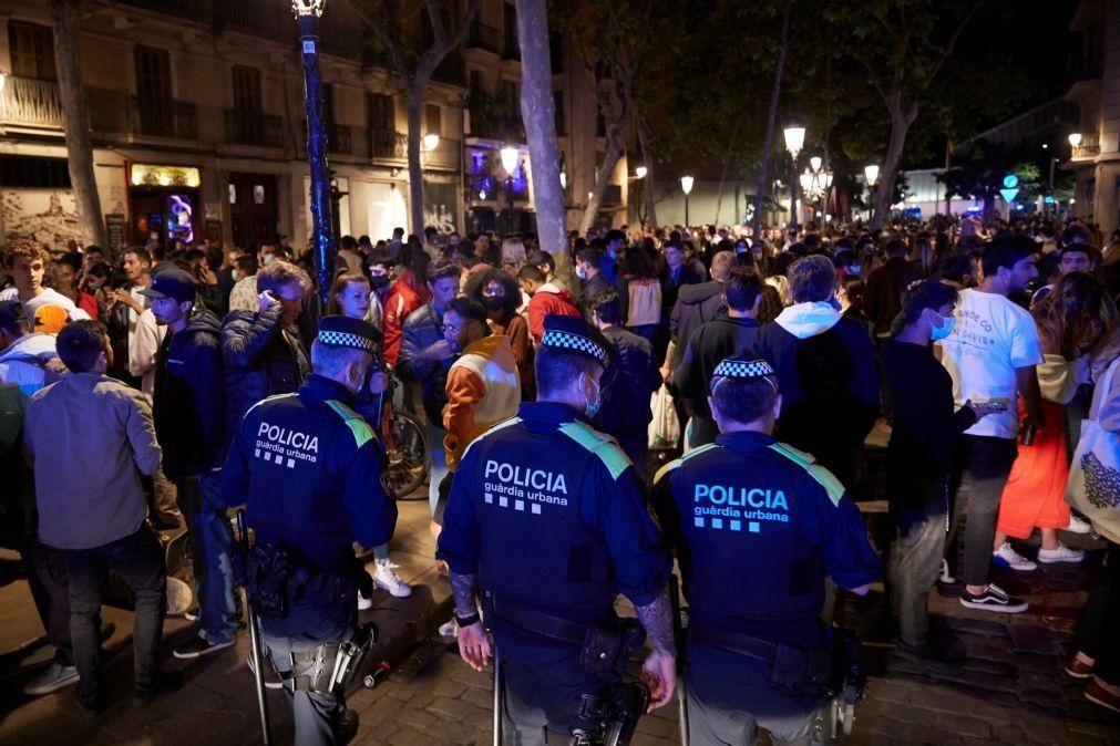 Covid-19: Polícia volta a dispersar cerca de 3.500 pessoas em Barcelona