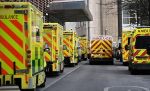Covid-19: Reino Unido com cinco mortes e 2.235 casos em 24 horas