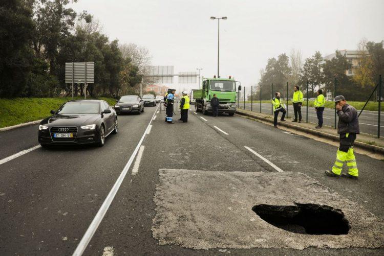 Circulação na Avenida Padre Cruz, Lisboa, deverá normalizar às 16:00 - Policia Municipal