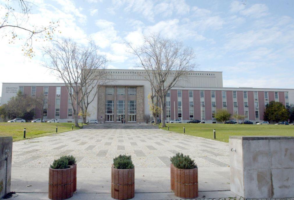 Biblioteca Nacional adquire espólio de Fernando Pessoa ainda na posse da família