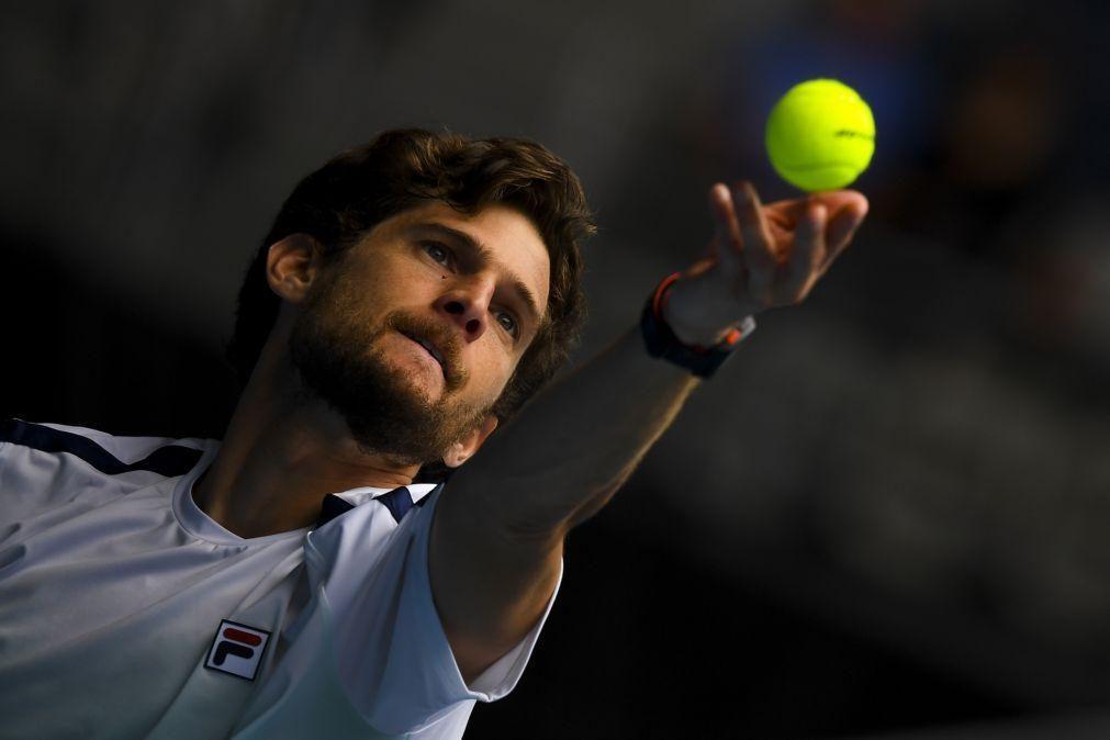 Pedro Sousa sofre lesão muscular e desiste no 'qualifying' de Roland Garros