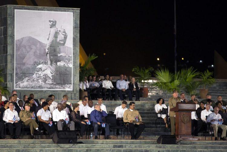 Óbito/ Fidel: Raul Castro jura