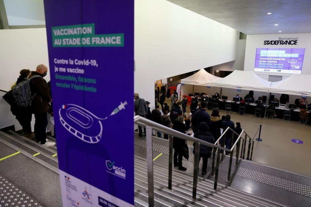 Covid-19: Mais de 23 milhões de franceses já foram vacinados