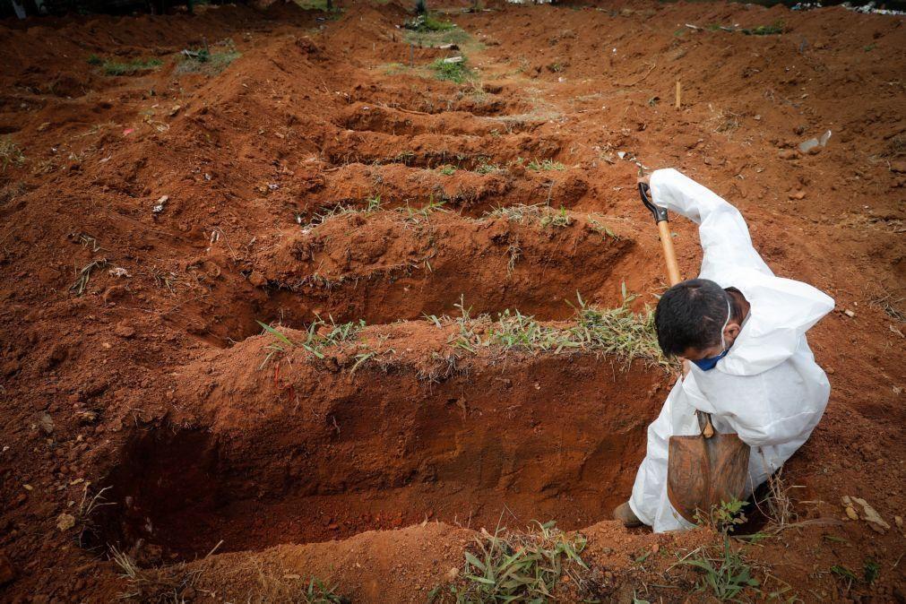 Covid-19: Brasil soma 790 mortes e aproxima-se de 450 mil óbitos
