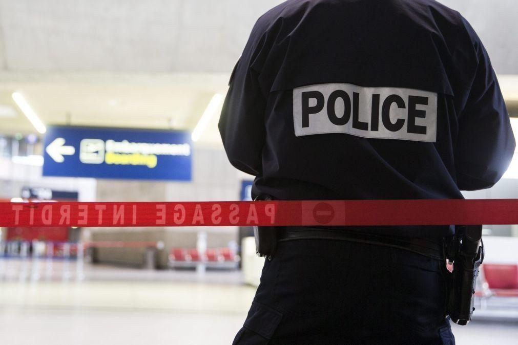 Agência da UE denuncia maior exposição das minorias à ação policial e pede