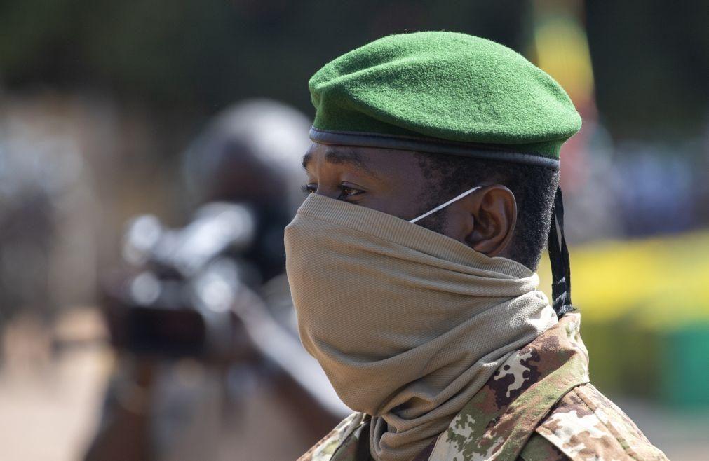 Mali: Vice-presidente depõe Presidente e garante eleições em 2022
