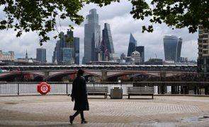 Covid-19: Governo britânico criticado por recomendar restrições regionais