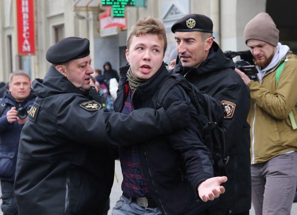 Bielorrússia: Sassoli convida aeroportos da UE a exporem fotografia de jornalista detido