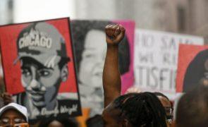 EUA/Floyd: Família recebida por Biden exortou para alteração à lei que ainda não chegou
