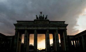 Covid-19: Incidência cai abaixo de 50 na Alemanha pela primeira vez desde outubro