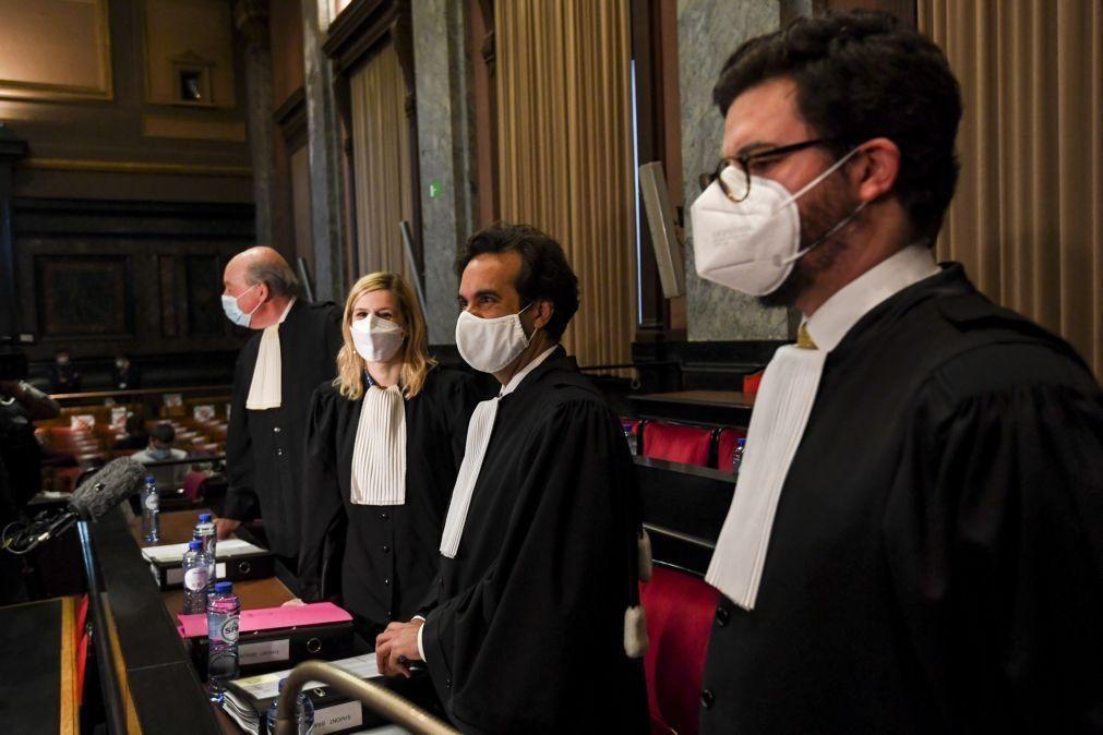 Covid-19: UE exige em tribunal à AstraZeneca doses de vacina por entregar