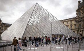 Historiadora Laurence des Cars vai ser a primeria mulher a dirigir o Museu do Louvre
