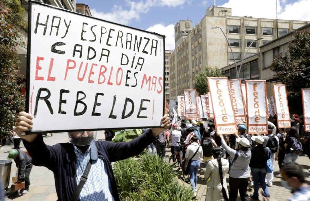 Confrontos entre polícia e manifestantes causam um morto na Colômbia