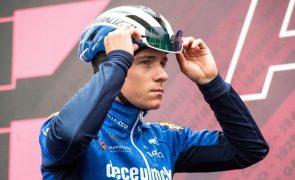Giro: Remco Evenepoel abandona a corrida após queda na 17.ª etapa
