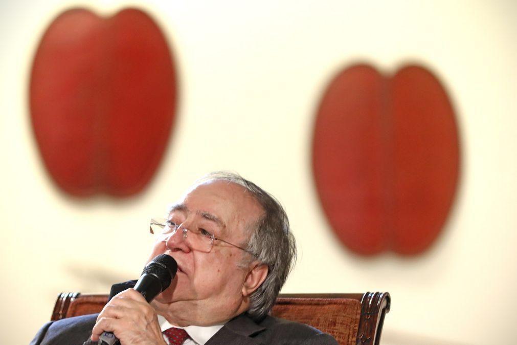 Vasco Lourenço questiona