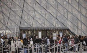 Covid-19: Passe sanitário entra em vigor em França em 9 de junho