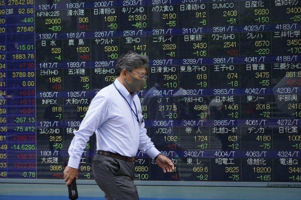 Bolsa de Tóquio abre a descer 0,52%