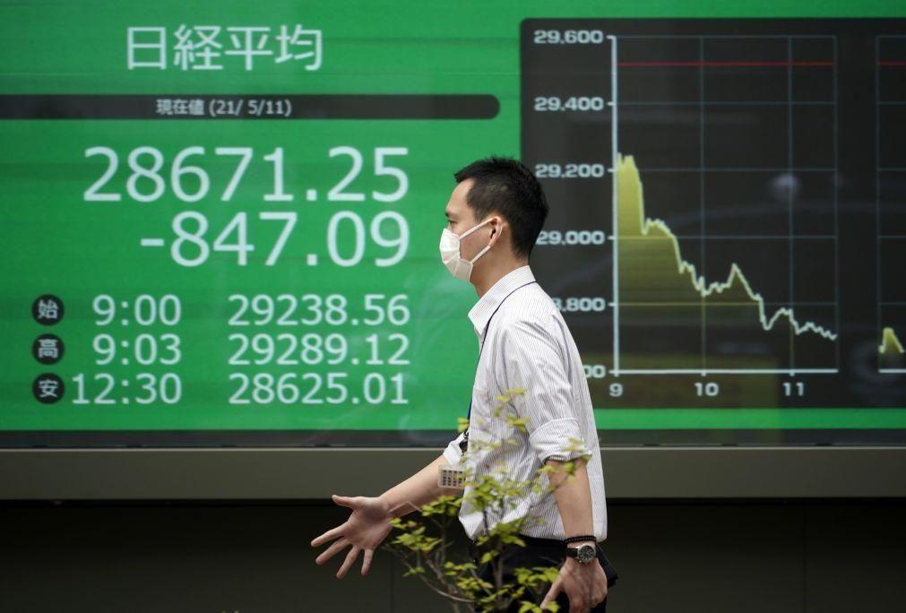 Bolsa de Tóquio fecha a perder 0,33%