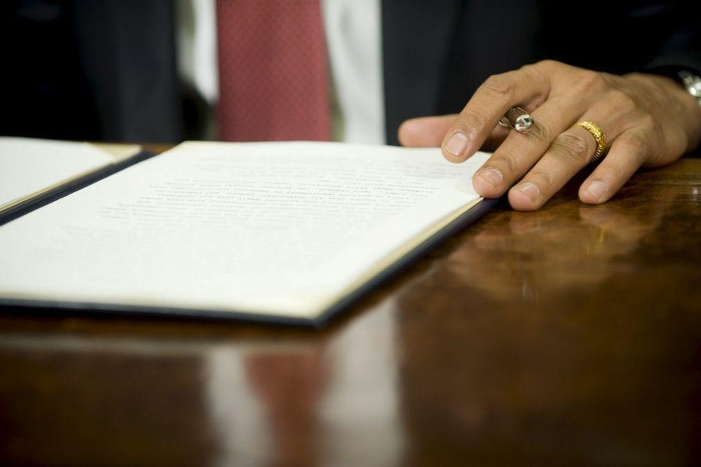 Letras 'pequeninas' proibidas nos contratos de adesão a partir de 25 de agosto