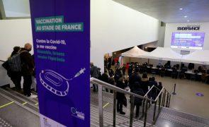Covid-19: Franceses maiores de 18 anos podem começar a marcar vacina