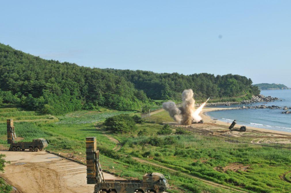 Coreia do Sul e os Estados Unidos realizam ensaios de mísseis após lançamento norte-coreano