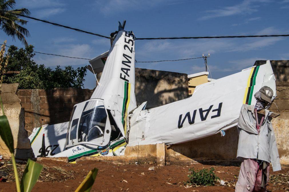 Aeronave ligeira aterra de emergência em bairro de Maputo