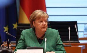 Covid-19: Merkel pede ajuda para o Covax e reitera defesa de patentes de vacinas