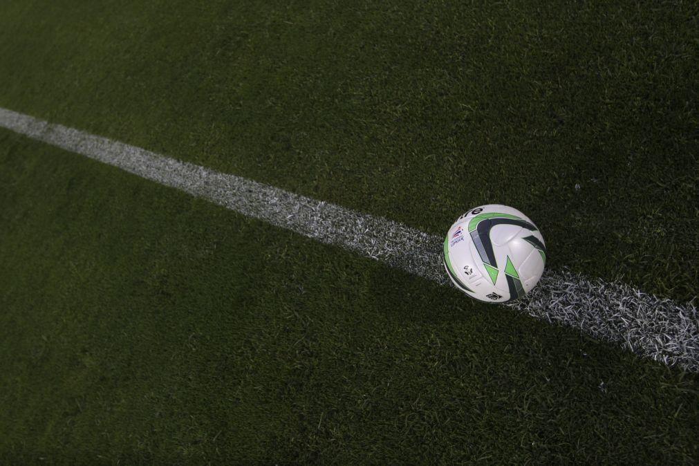 Covid-19: Cinco substituições no futebol permitidas até ao fim de 2022