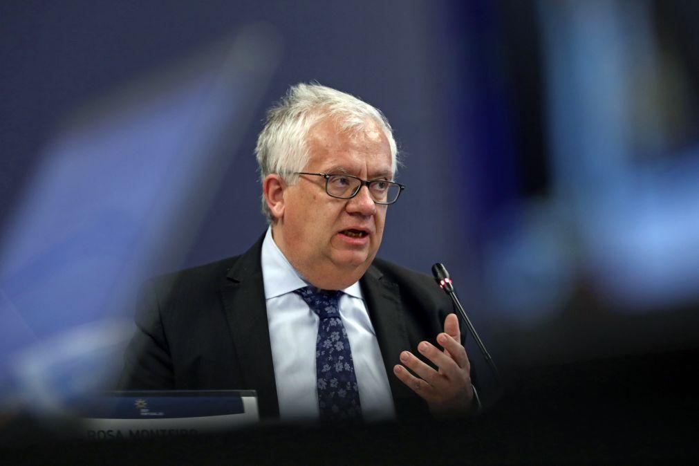 Sindicatos dos inspetores do SEF acusam ministro de estar