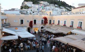 Covid-19: Itália regista 3.738 casos num dia e país continua a relaxar restrições